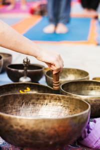 Viele Klangschalen zur Meditation